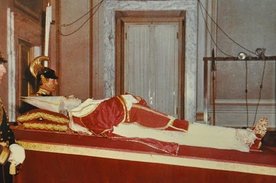 Pio XII sendo velado