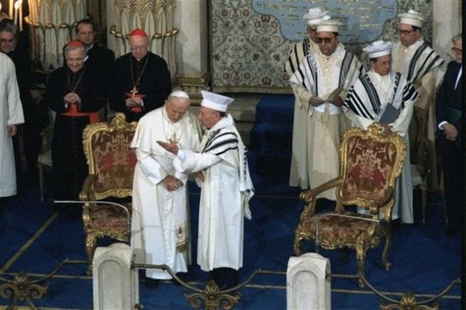 João Paulo II na sinagoga esperando o Messias dos judeus