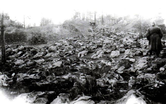 Milhares de oficiais poloneses assassinados em Katyn