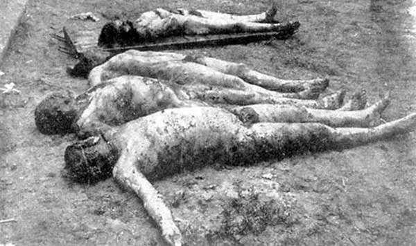 Os corpos de quatro camponeses - Bondarenko, Plokhikh, Levenets e Sydorchuk - Os rostos dos mortos estão esfolados e seus órgãos genitais mutilados