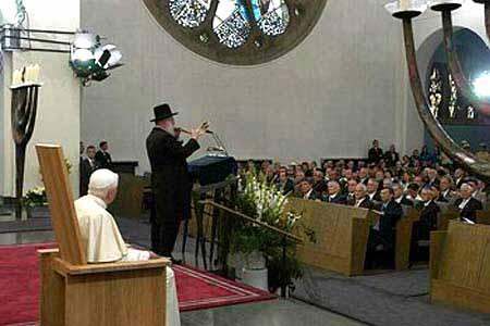 Ratzinger na sinagoga de Satanás