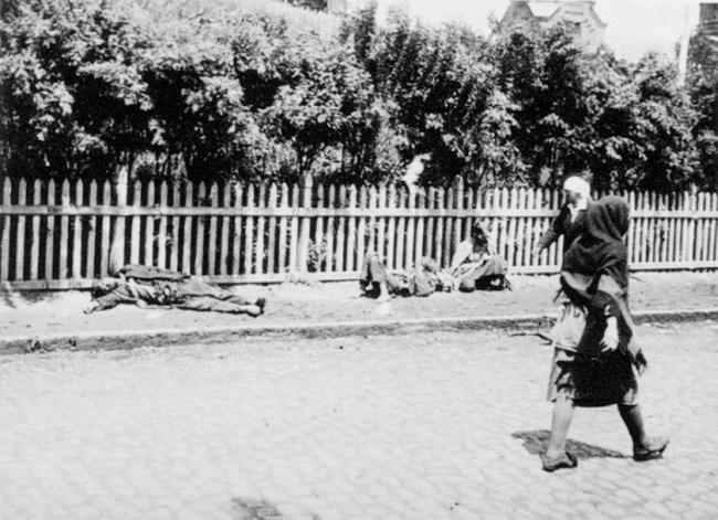 Vítimas da fome nas ruas de Kharkiv, 1933